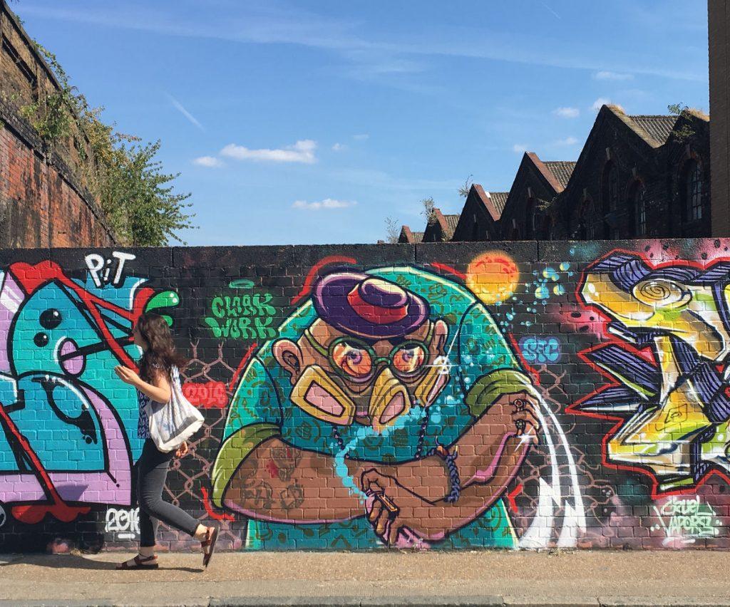 shoreditch-graffiti-girl