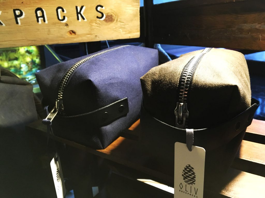 oliv washbags in navy and brown